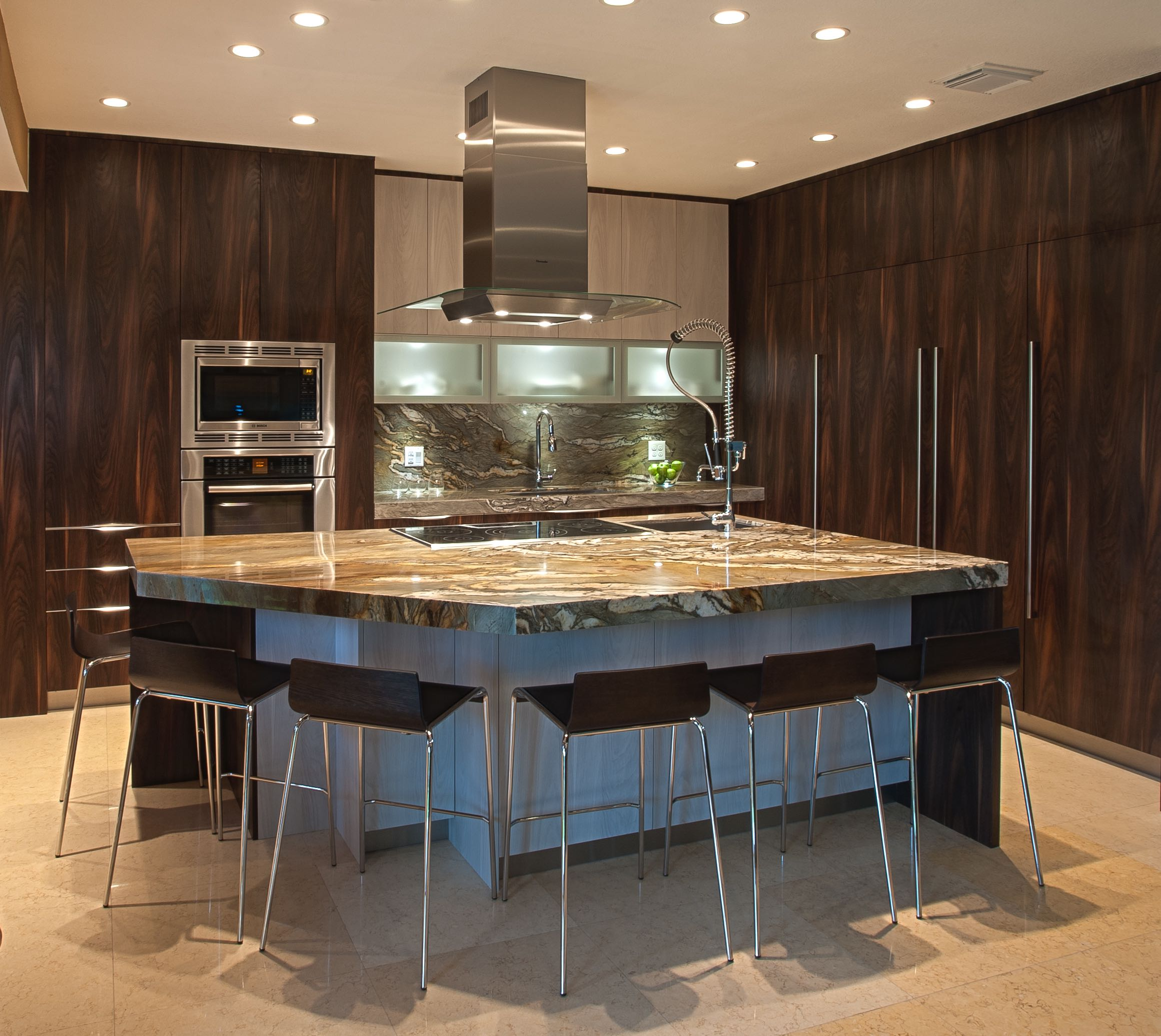Kitchen cabinet doors barrie - A Sleek And Modern Designed Kitchen With Two Tone Using Textured Laminate The Brown Vertical